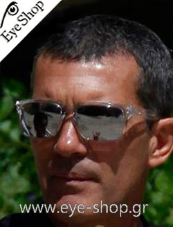 Antonio Banderas wearing sunglasses Oakley holbrook 9102