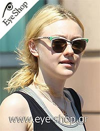 2b4a8c2068150 Η Dakota Fanning με γυαλιά ηλίου Prada Dixie