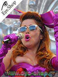Paloma Faith wearing Rayban Clubmaster sunglasses model 3016 Clubmaster color 125571